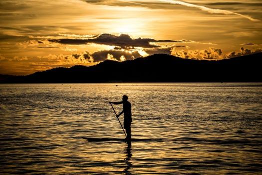 paddle-board-1122355_1920